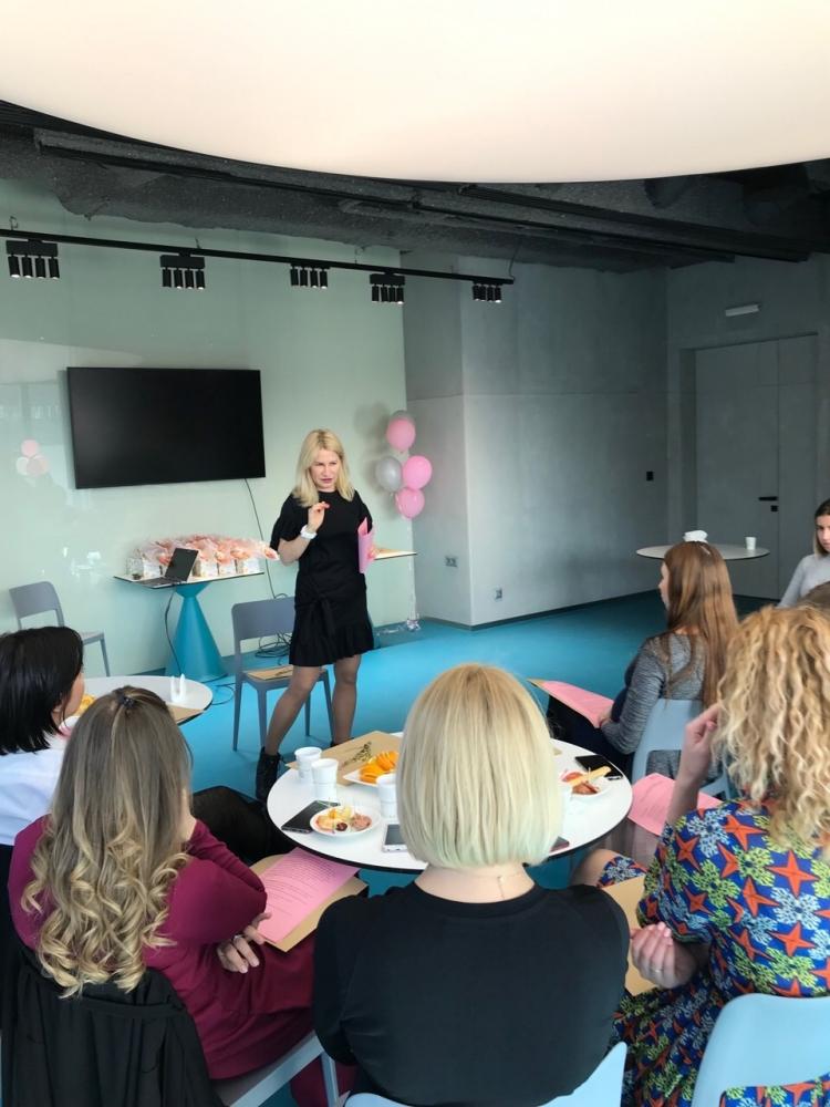Нова програма «Жінці про головне» з Ксенією Литвиновою